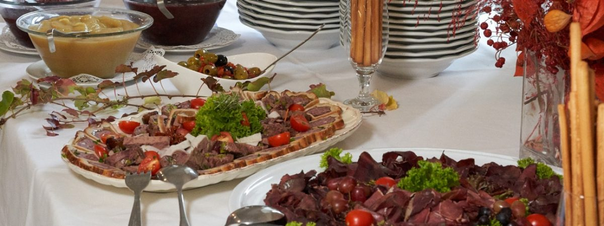 Mittagsbuffet-Schlosshof-Gastronomie-Wochenende